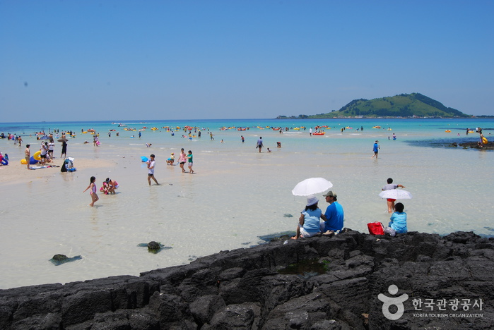 Hyeopjae Beach (협재해변)