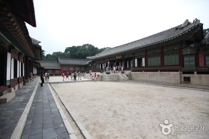 Зал Тэчжочжон во Дворце Чхандоккун (창덕궁 대조전)9
