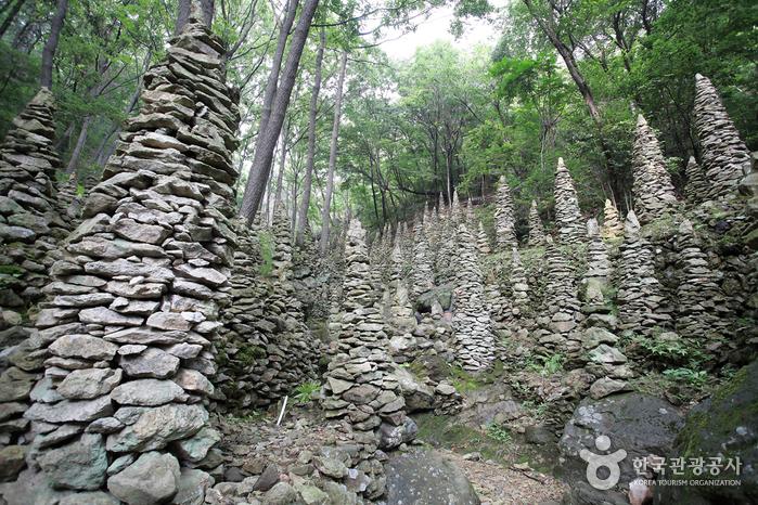 팔용산 돌탑