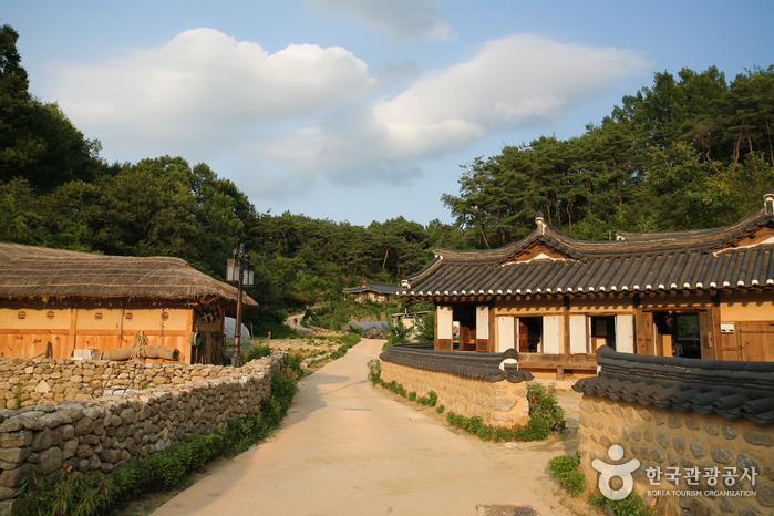 2천년의 역사를 간직한 오래된 옛길을 걷다