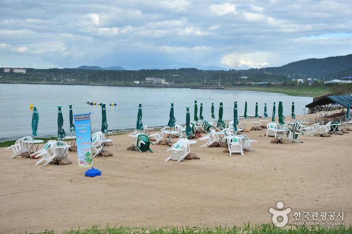 Sinyang Beach (Seopjikoji) (신양 섭지코지해변)