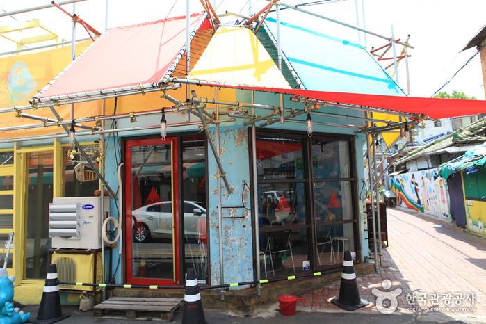 Улица имени музыканта Ким Кван Сока (김광석 길)9