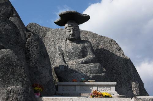 Скала Катпави в буддийском храме Сонпонса (선본사 갓바위)6