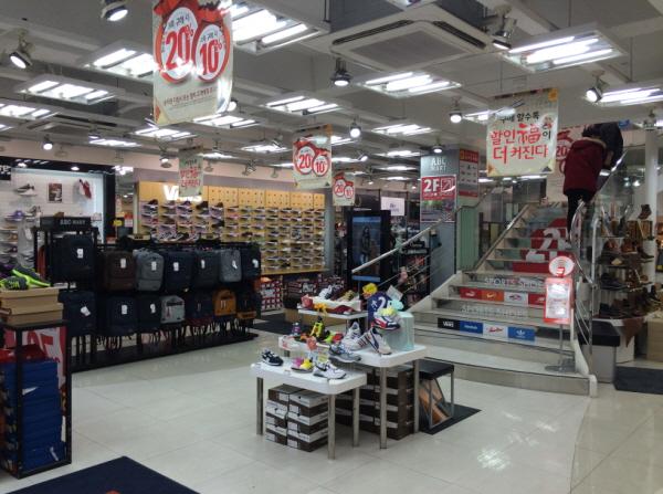 2596709b0c2e03 ... ABC-Mart - Jeju Chilseong Branch (ABC-MART 제주칠성점) ...