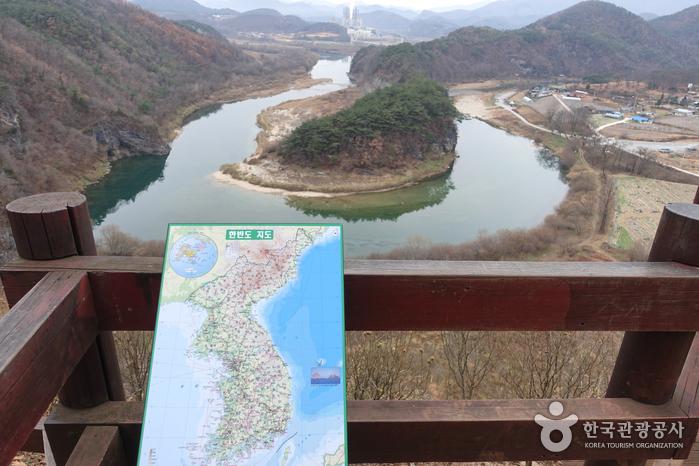 Yeongwol Korean Peninsula-shaped Cliffs (Seonam Village) (영월 한반도지형 (선암마을))
