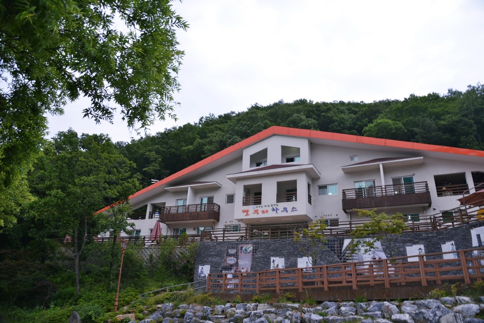좌구산자연휴양림의 숙소 건물, 별무리하우스