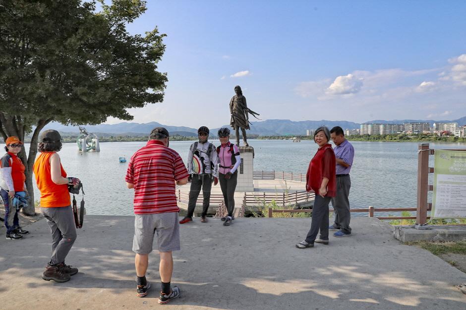 Statue of Soyanggang Maid (소양강처녀상)