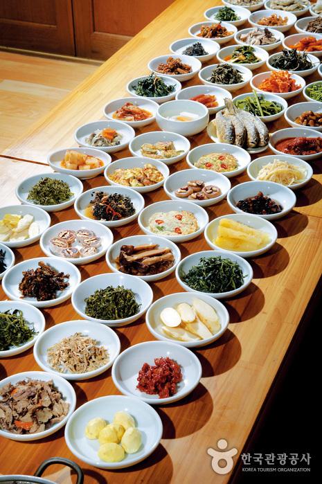 身土不二薬草食堂(신토불이약초식당)