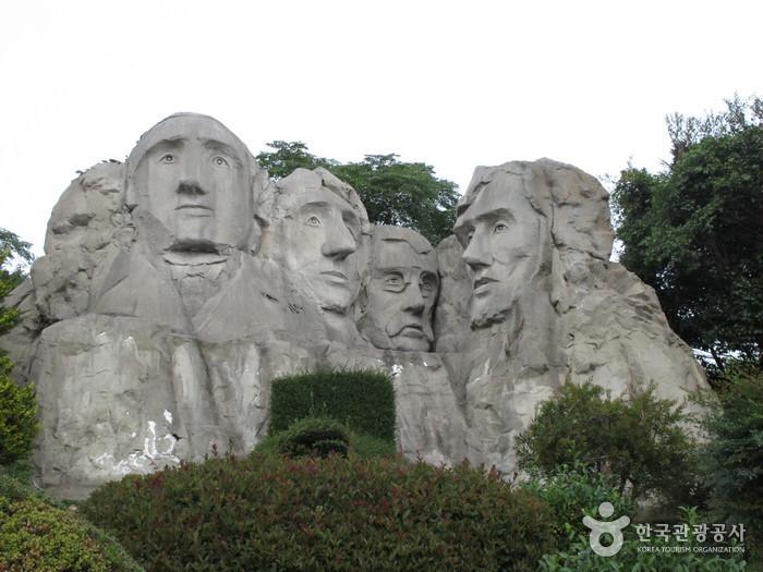 Jeju Soingook Theme Park (소인국 테마파크)