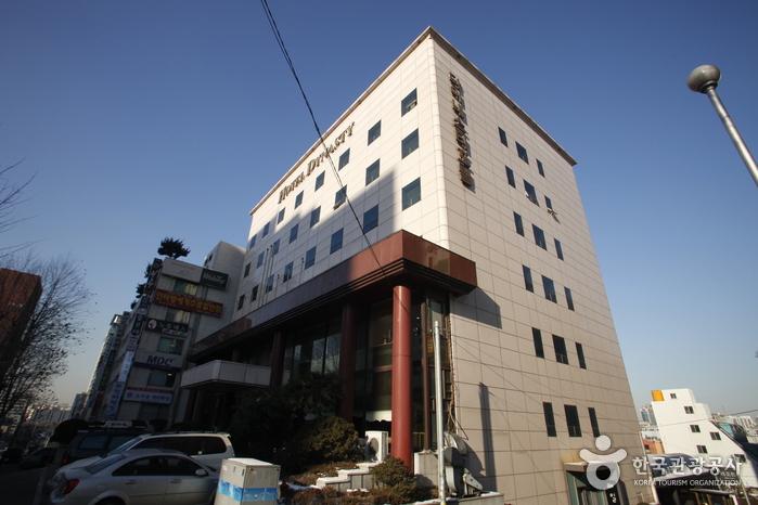 Hotel Dynasty (호텔 다이내스티)
