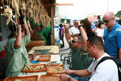 Geumsan Ginseng Market (금산인삼약령시장)