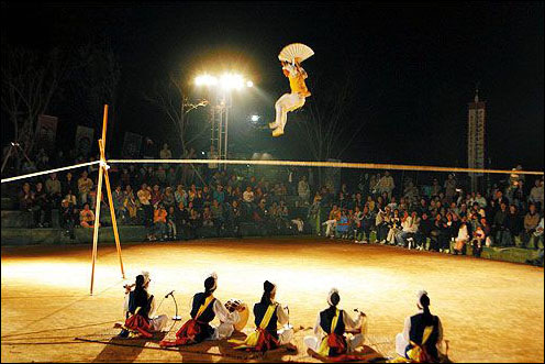 Anseong Namsadang Baudeogi Festival (안성 남사당 바우덕이축제)