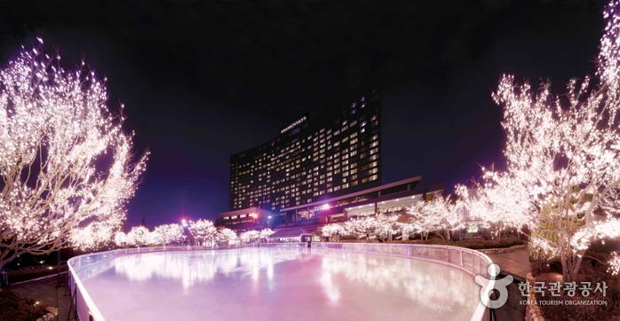Grand Hyatt Seoul Ice Skating Rink (그랜드하얏트 서울 아이스링크)