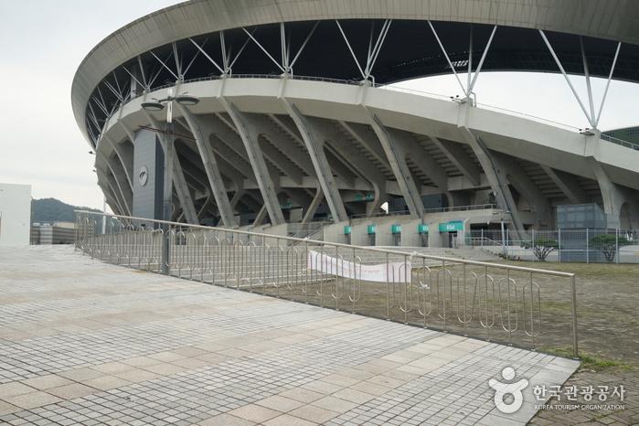 Стадион Чемпионата мира по футболу в Кванчжу (광주월드컵경기장)6