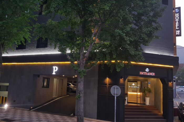 THE B.S Hotel (더비에스호텔)