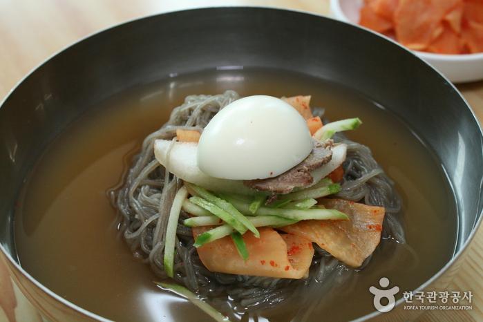 30年伝統玉川冷麺(30년전통옥천냉면)