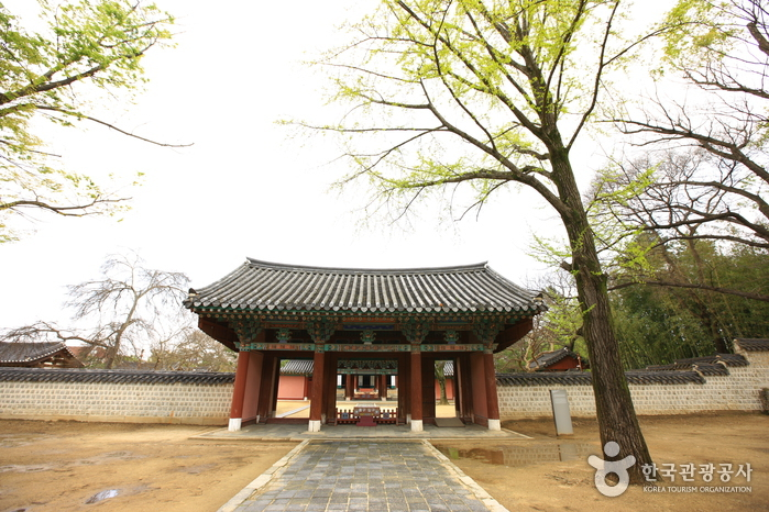 Gyeonggijeon Shrine ()