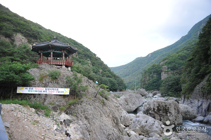 Uniram Baniram Valley (운일암 반일암)