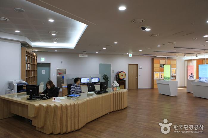 Seoul Metropolitan Library (서울도서관)