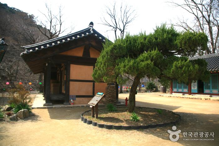 Magoksa Temple (마곡사)