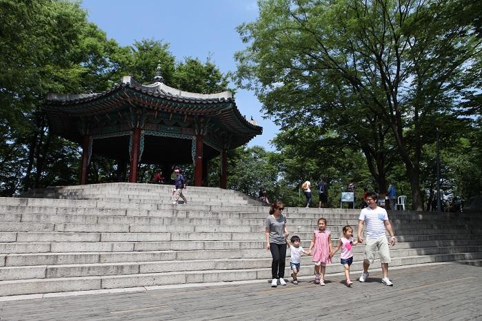 한국 최초 타워형 전망대이자, 서울의 랜드마크