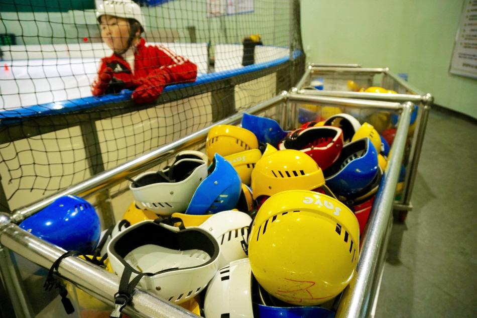 안전을 위해 반드시 필요한 헬멧 대여는 무료다.