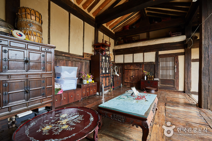 Manhoe Historic House (만회고택)