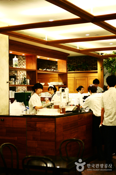 Meal Top - Main Branch in Apgujeong (밀탑 압구정본점)