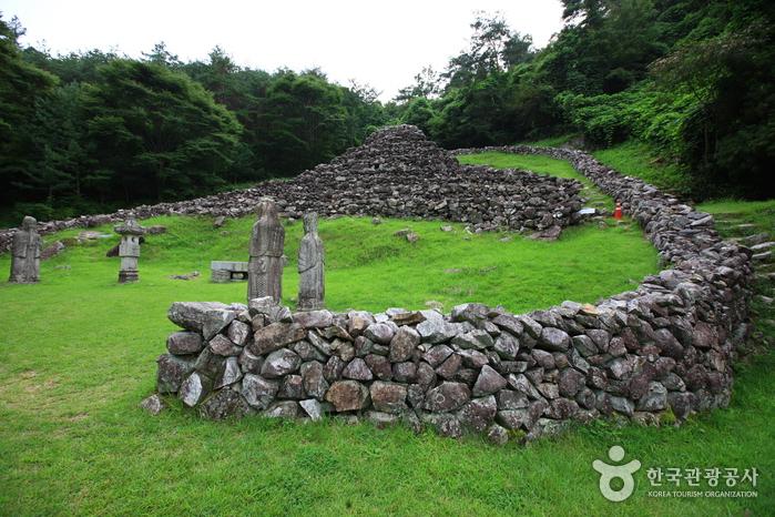 Гробница короля Кухёна (산청 전 구형왕릉)8