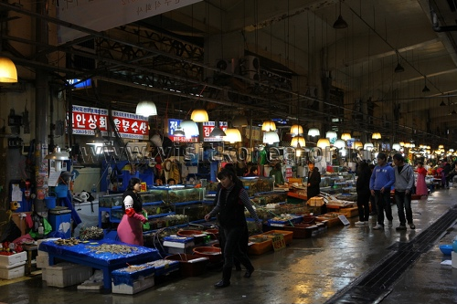 Noryangjin Fisheries Wholesale Market (노량진수산시장)