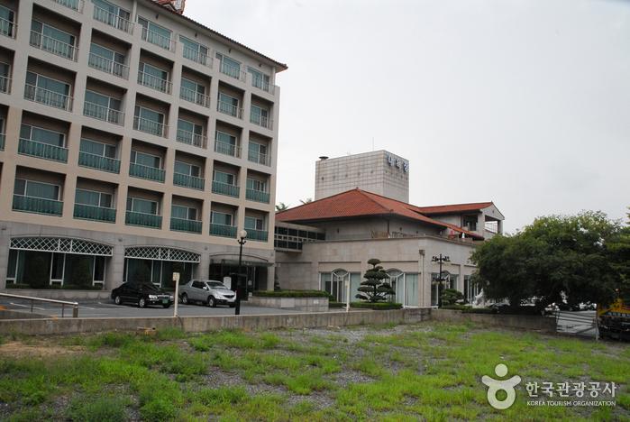 Asanoncheon Hot Spring (아산온천)
