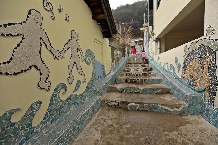 마을에 미술을 입힌 그림바위미술마을