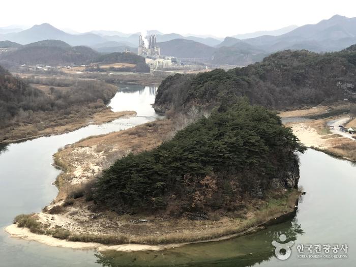 Acantilado de la Península Coreana en Yeongwol (영월 한반도 지형)
