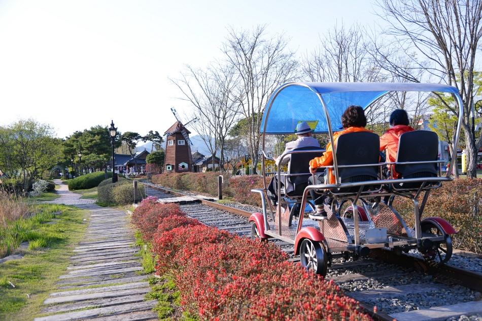 섬진강기차마을 안을 순환하는 기차마을레일바이크
