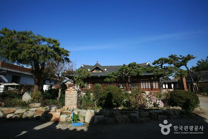 Hagindang House (학인당...