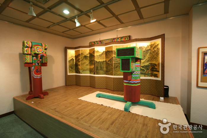 Seoul Center for National Intangible Cultural Asset (서울국가무형문화재전수회관)