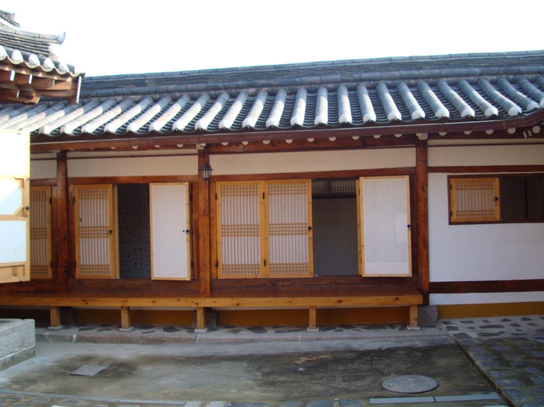 Gahoe Hanok Guest House (가회한옥체험관)