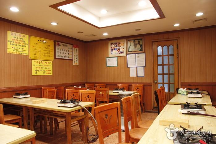 Чинчжу хвегван (진주회관)3