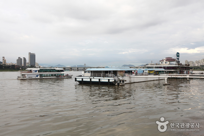 Hangang River Ferry Cruise (한강유람선)