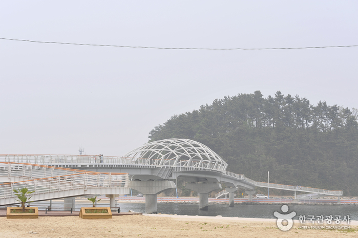 Namhangjin Beach (남항진해변(남항진해수욕장))