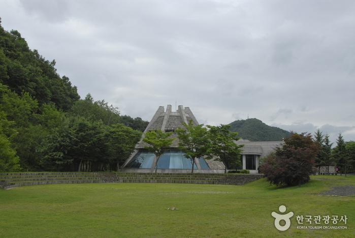 Yanggu Prehistory Museum (양구선사박물관)