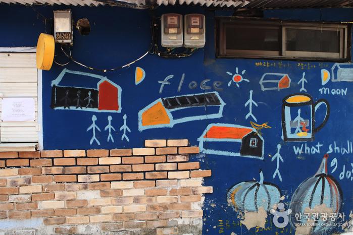 Улица имени музыканта Ким Кван Сока (김광석 길)5