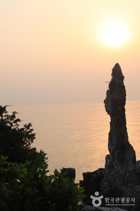 Chuam Chotdaebawi Rock (추암 촛대바위)