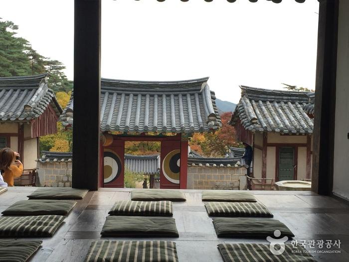 Dosanseowon Confucian Academy (도산서원)