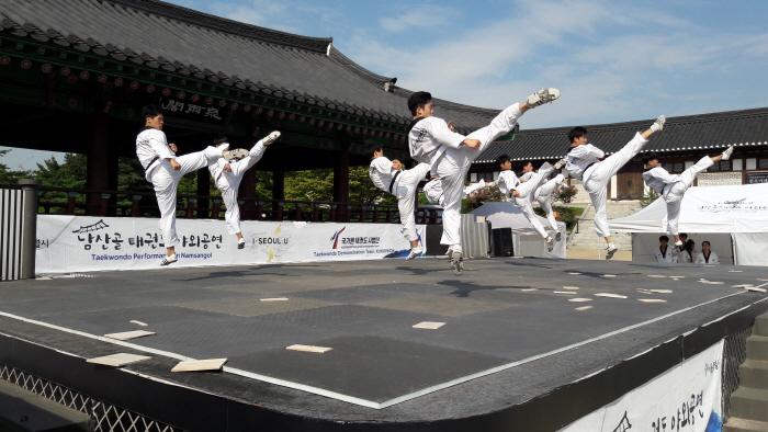 Namsangol Taekwondo Outdoor Performance (남산골 태권도 야외공연)