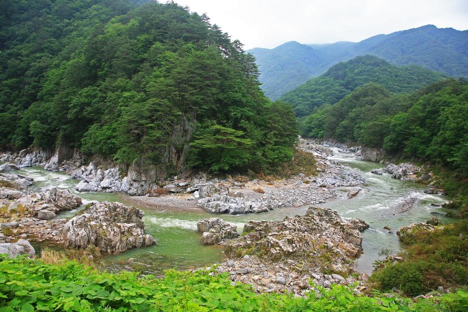 산세가 아름다운 내린천 상류의 미산계곡