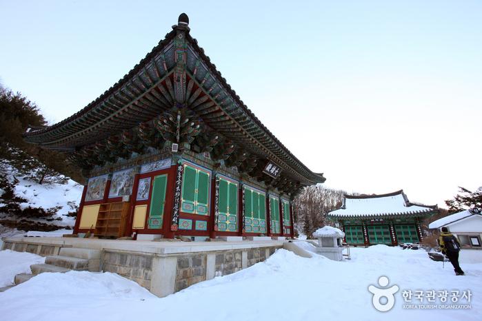 Baengnyeonsa Temple (백련사(덕유산))