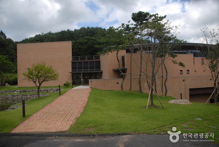 Cheongyang Daracgol Julmudeom Holy Site (청양 다락골 줄무덤 성지)