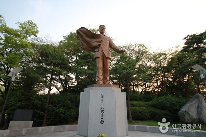 안중근의사 동상