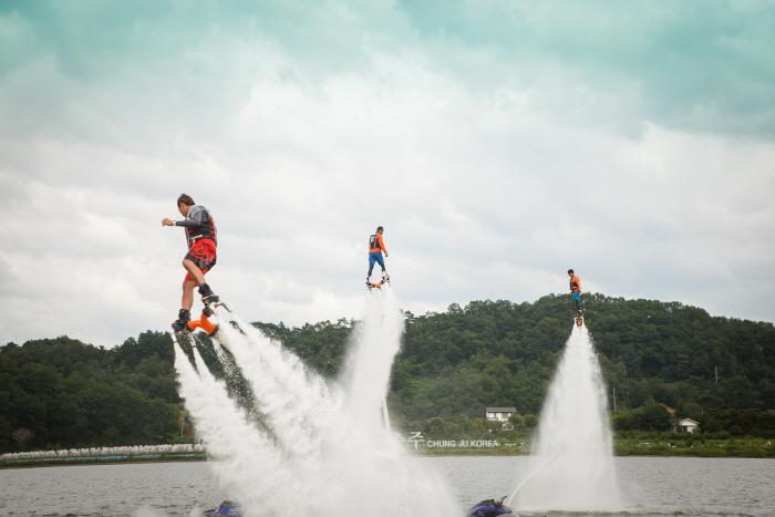 忠州湖水祭り(충주호수축제)